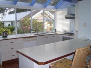 tuross head holiday rental kitchen